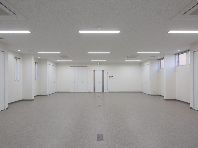無柱8mスパンの館内/撮影:津布久智(はなファクトリー)